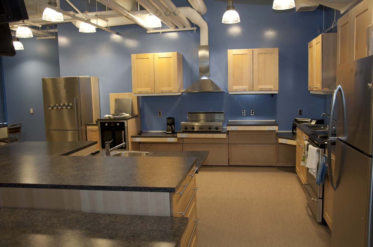 Wheelchair accessible kitchens wheelchair access kitchen - Accessible kitchen design ...